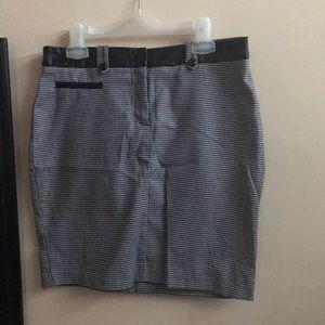 Pied de poule skirt with leather details